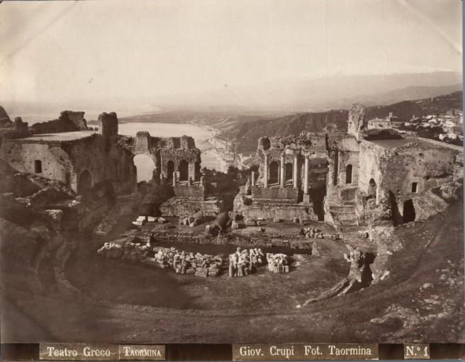 Crupi,_Giovanni_(1849-1925)_-_n._001_-_Teatro_greco_-_Taormina