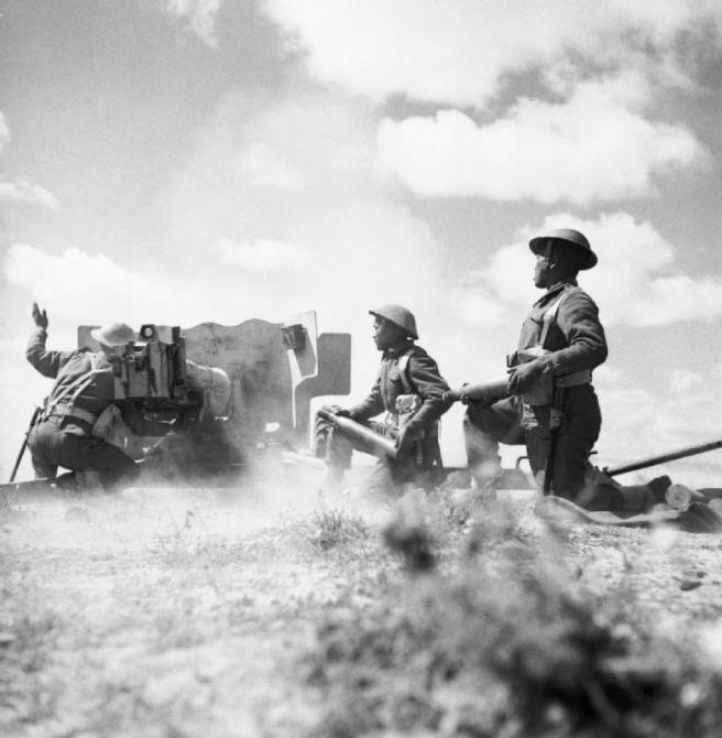 Ghurkas_in_action_with_a_6-pdr_anti-tank_gun_in_Tunisia,_16_March_1943._NA1103